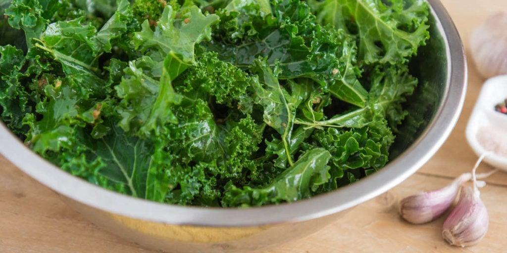 Grünkohl ist reich an Vitamin B9 in seiner natürlichen Folsäureform